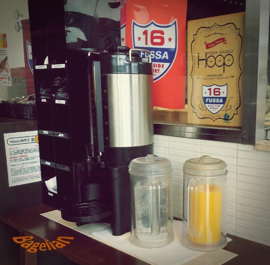 Hoopのコーヒーサーバーとオレンジジュース